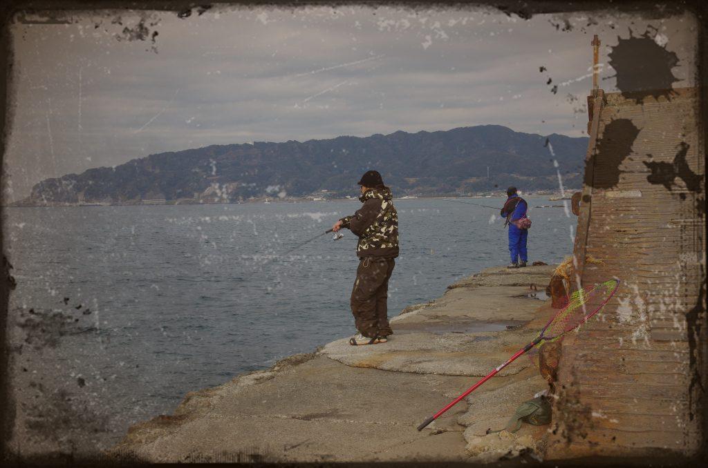 【怖い話】ホテル裏の海岸で釣りをしていた時に見た不気味な光景※恐怖体験談